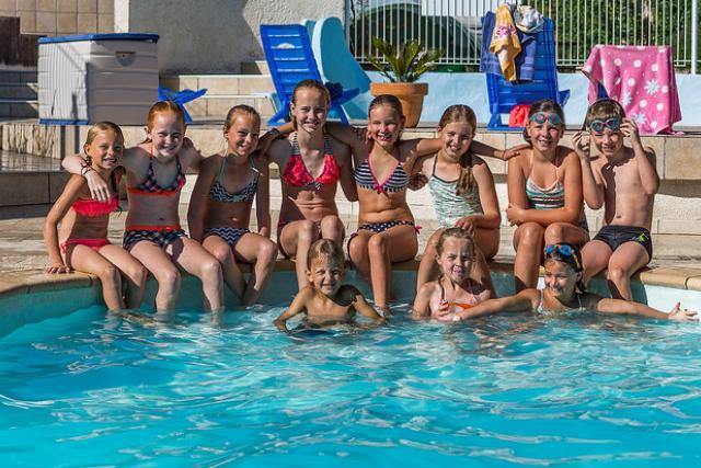 Le Plo groupe enfants piscine