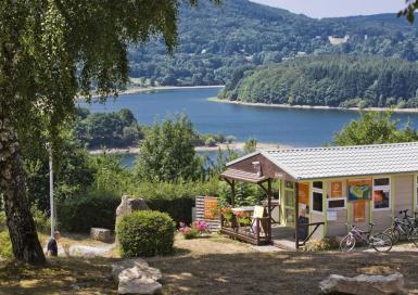 Tohapi Rieu Montagné accueil et vue sur lac