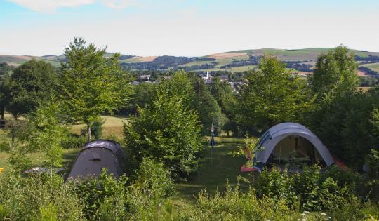 Camping avec deux tentes panorama grands espaces