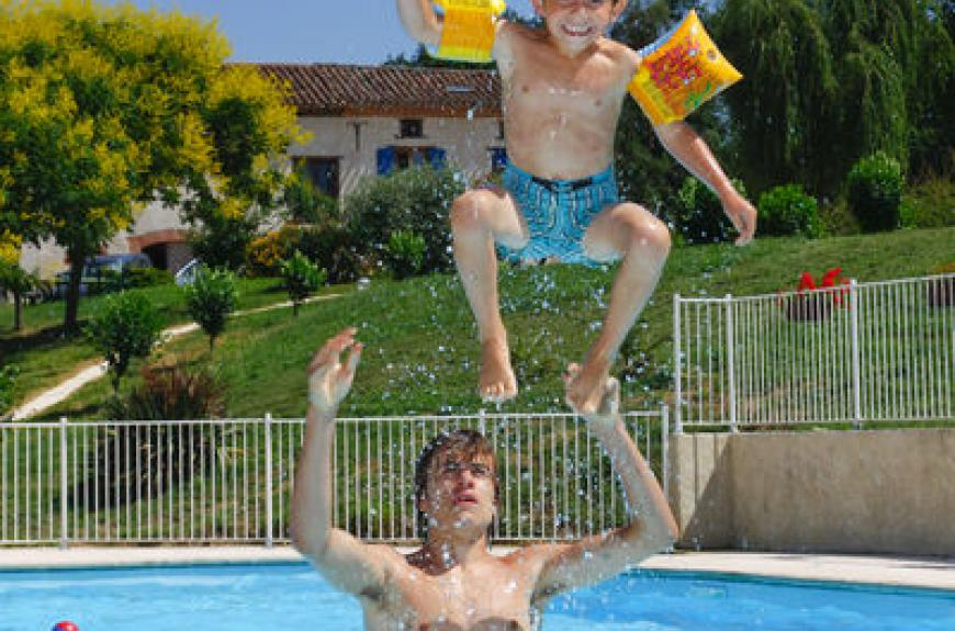 St Pierre de Rousieux saut piscine
