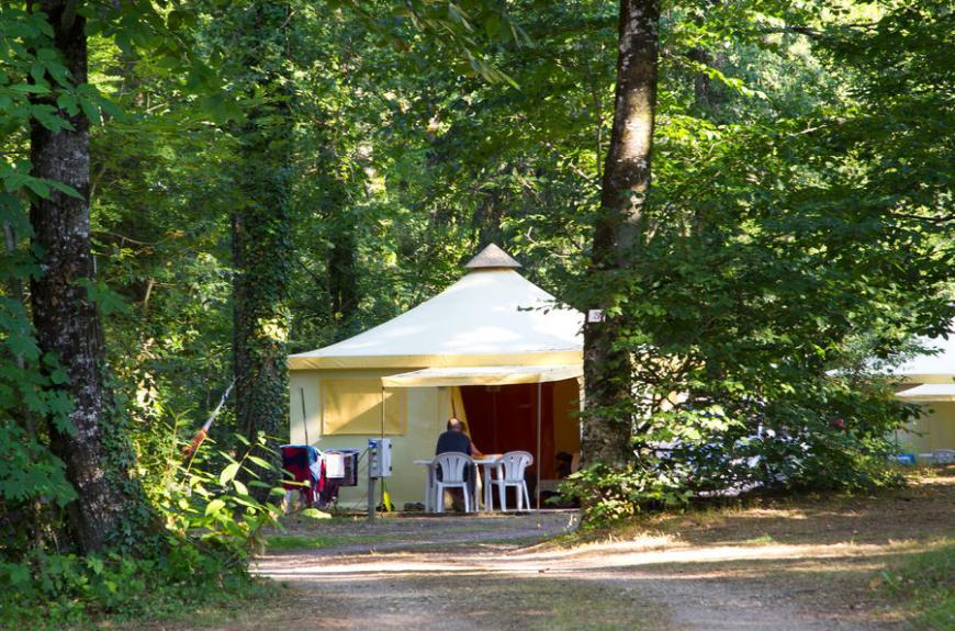 Entre Deux Lacs bungalow toilé