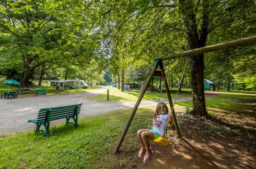 Camping de Thuriès aire de jeux