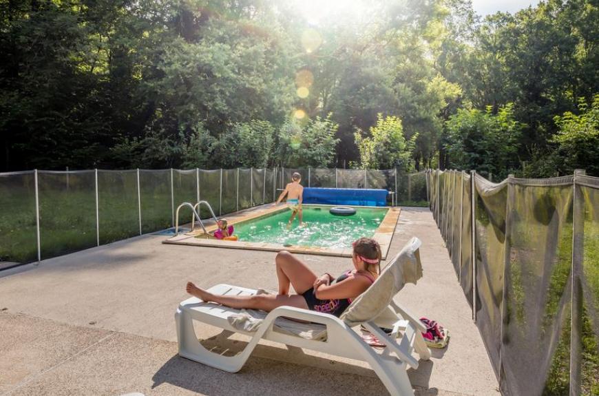 Camping Municipal de Thuriès piscine