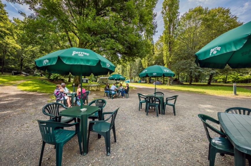 Camping Municipal de Thuriès terrasse snack