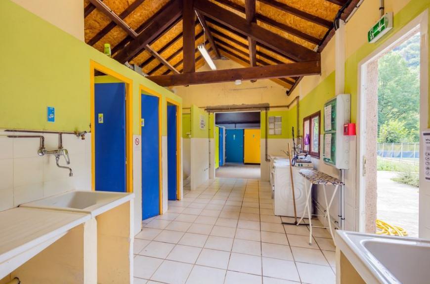 Camping Municipal de Thuriès sanitaires