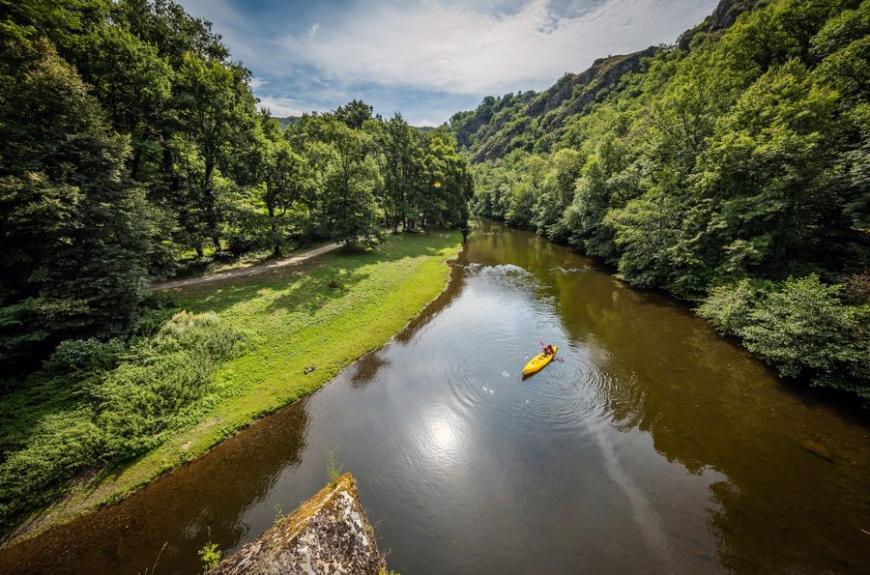 Camping Municipal de Thuriès rivière