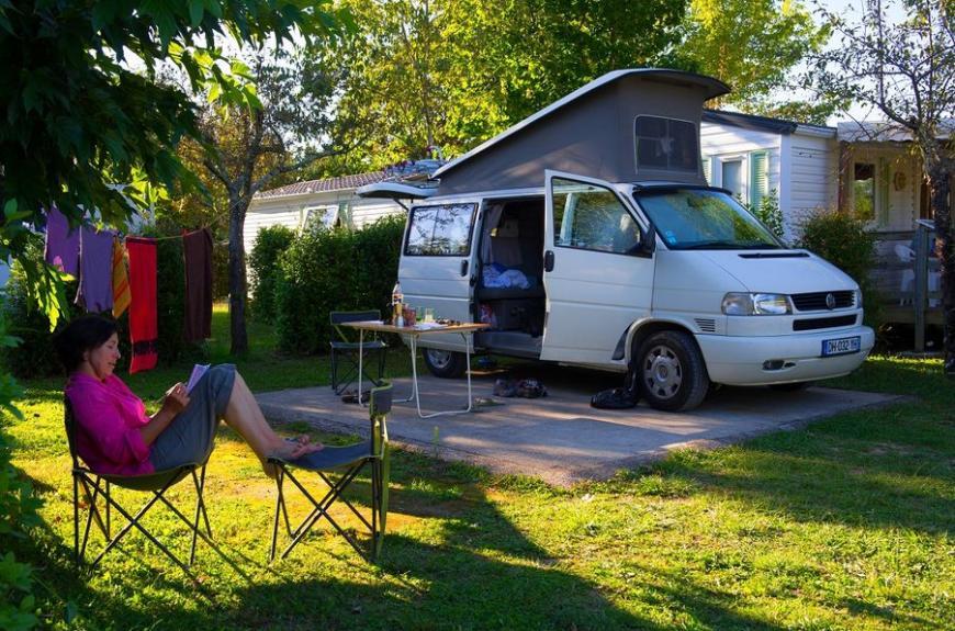 Les Pommiers d' Aiguelèze camping car