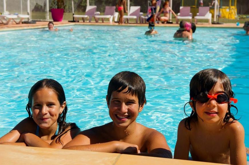 Les Pommiers d' Aiguelèze piscine avec enfants