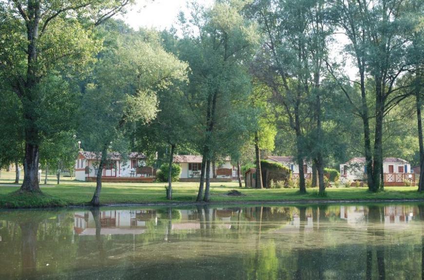 Domaine du Grand Chêne Lac et chalets