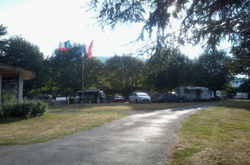 Camping Vallée du thoré drapeaux & parcelles
