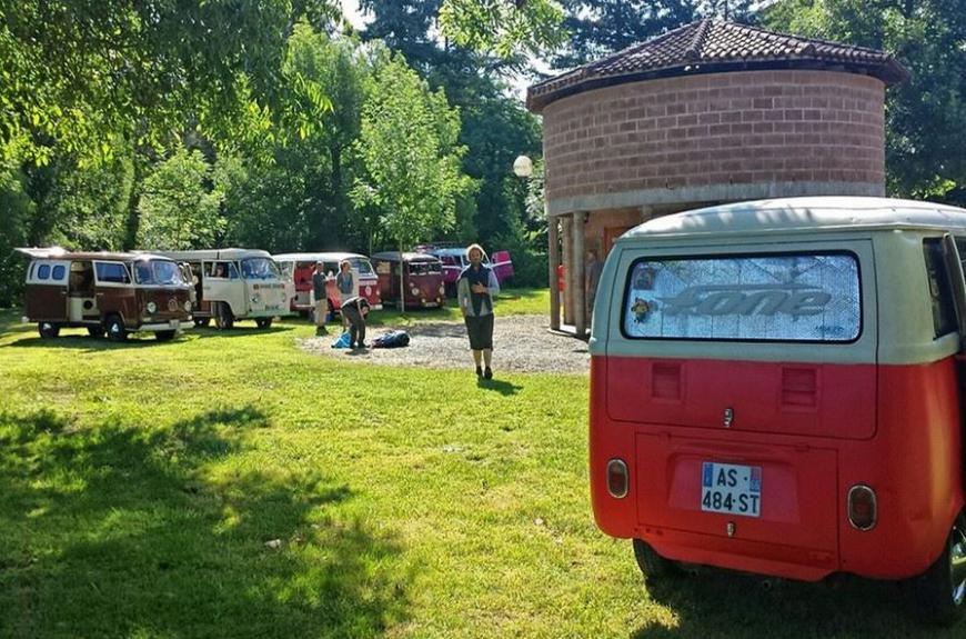 Monesties Camping Prunettes rassemblement combis
