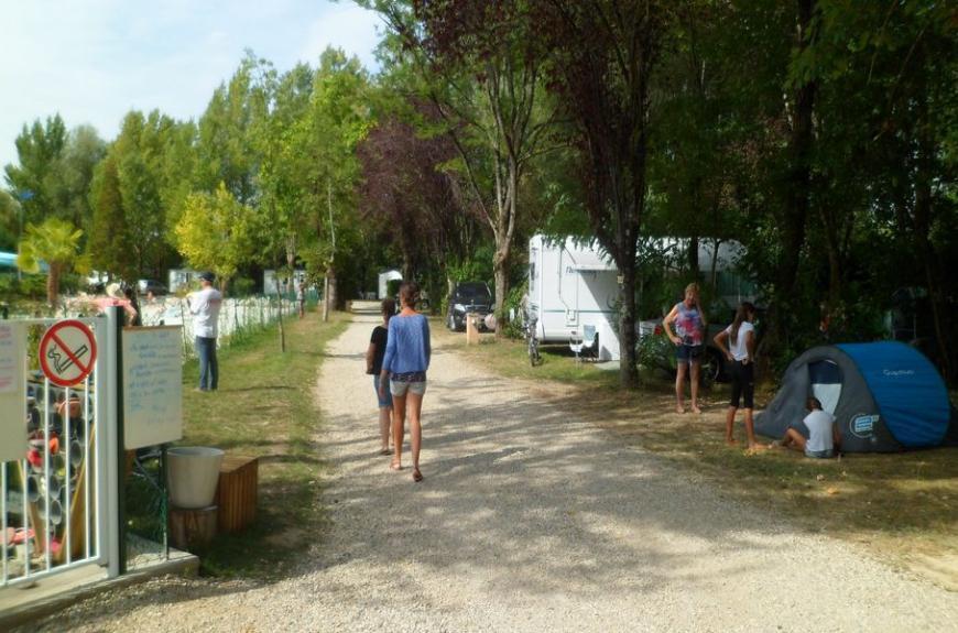 Intérieur Camping Plan d'Eau St Charles