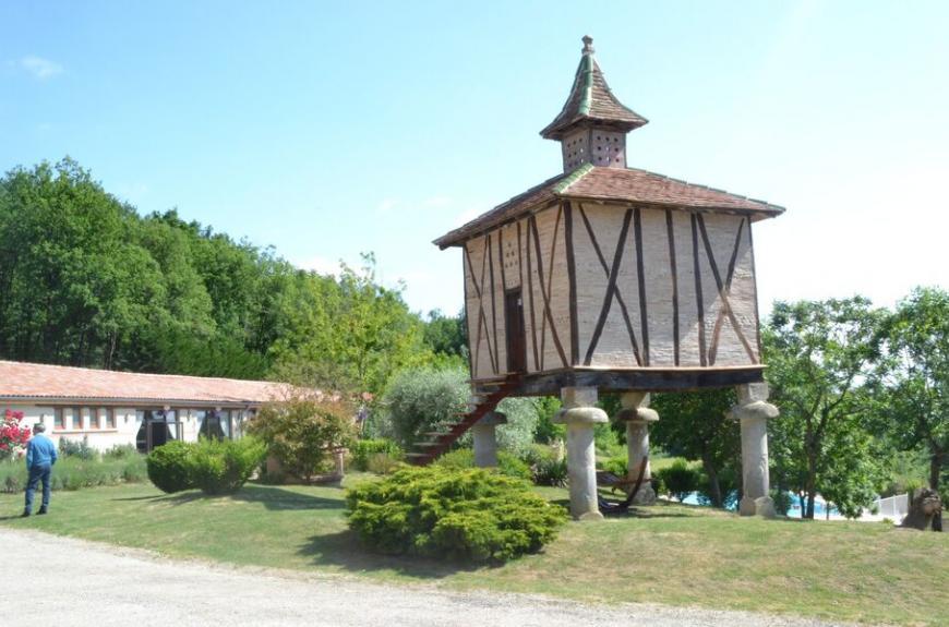 Saint Pierre de Rousieux pigeonnier