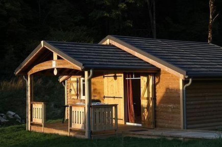 Camping des Sources Chaudes chalet bois