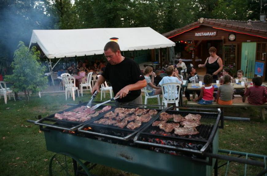 camping entre deux lacs barbecue