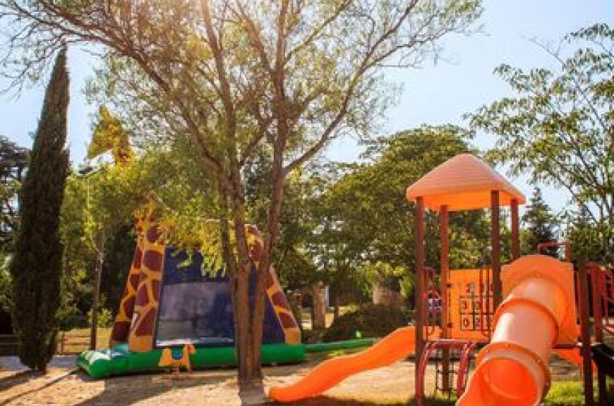 Domaine du Chêne Vert aire de jeux enfants