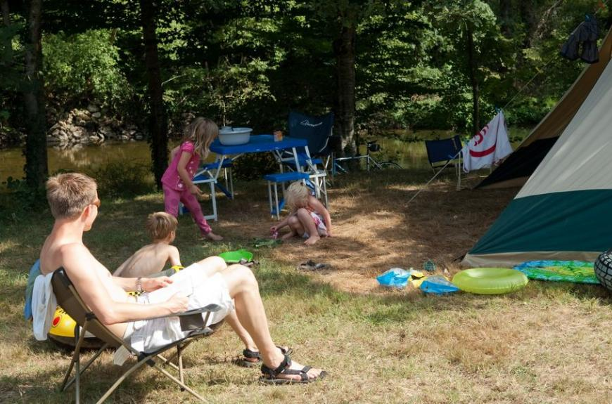 La Prade jeux proche de la tente