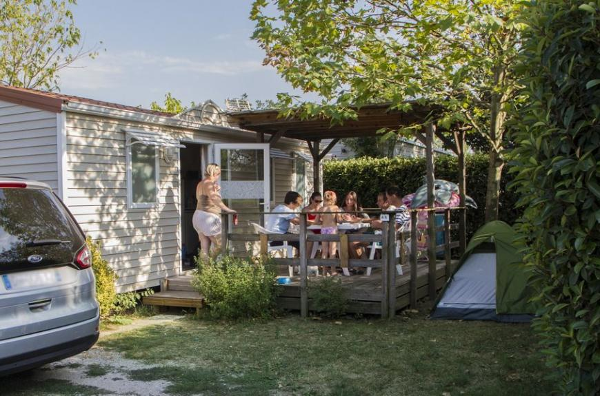 Camping Le Pessac mobile home famille