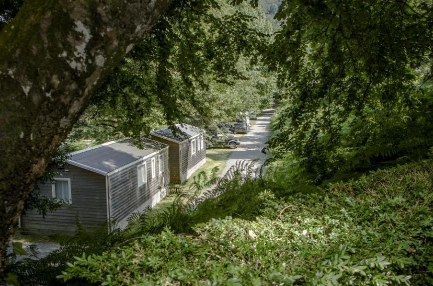 Camping Lestap mobile homes en forêt