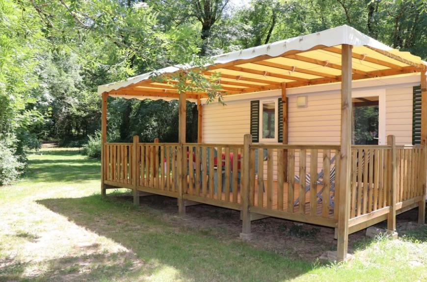 Camping La Prade mobile home avec terrasse couverte