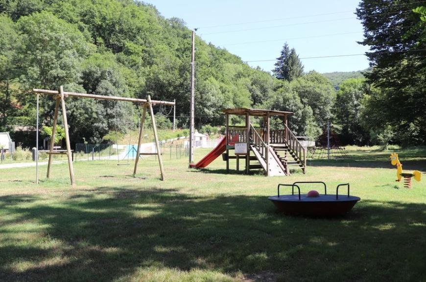 Camping La Prade aire de jeux enfants