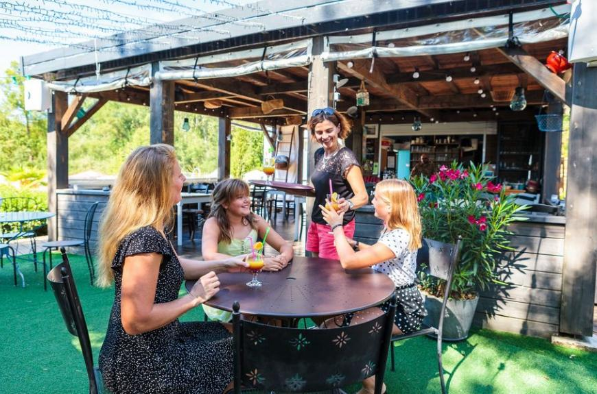Camping Soleil des Bastides terrasse bar