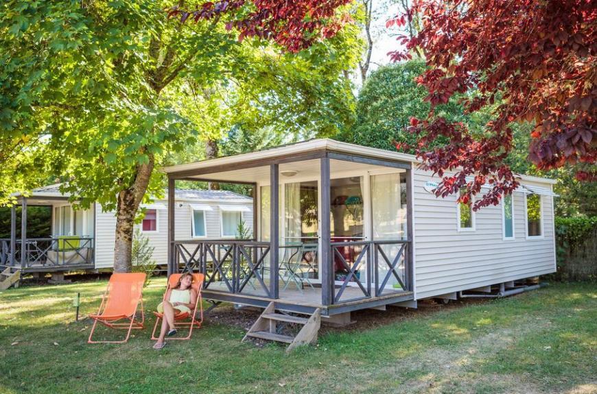 Camping Soleil des Bastides mobile home avec terrasse