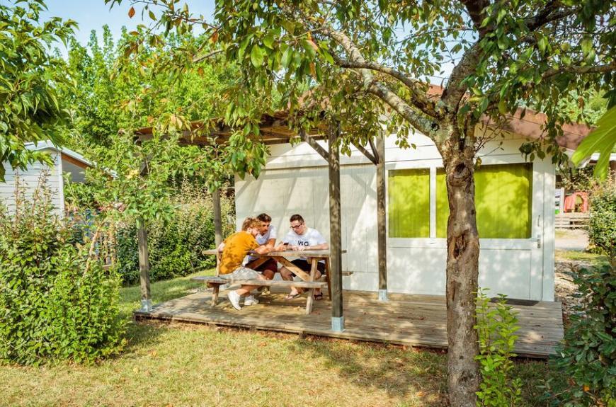 Camping Les Pommiers cabanon bois