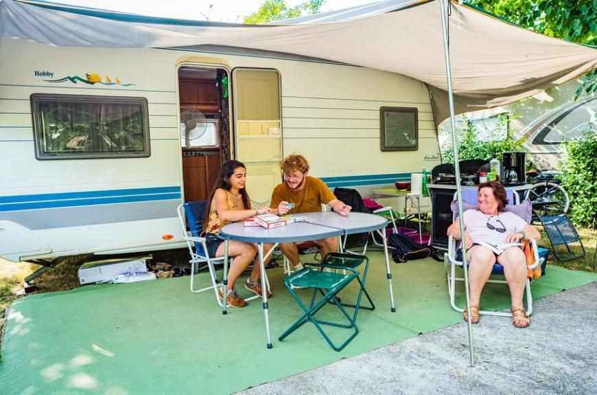 Camping Les Pommiers caravane