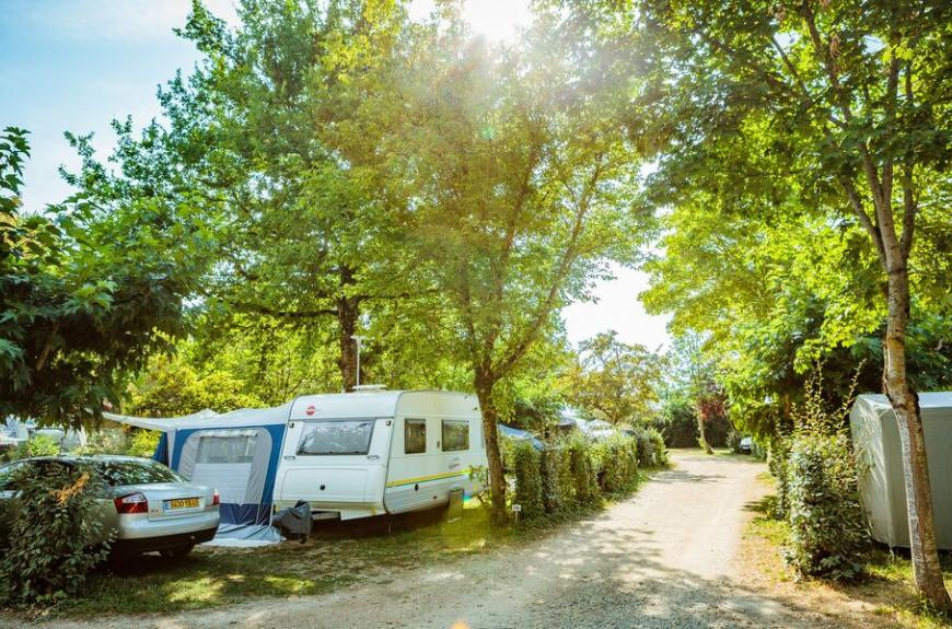 Camping Les Pommiers emplacements caravane
