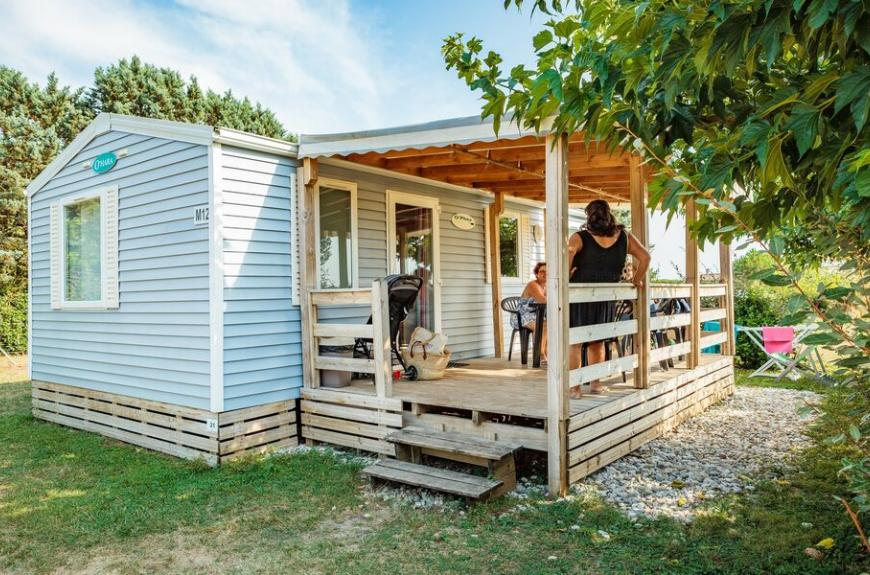 Camping Les Pommiers mobile home avec terrasse