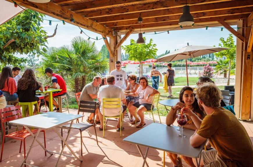 Camping Les Pommiers terrasse couverte
