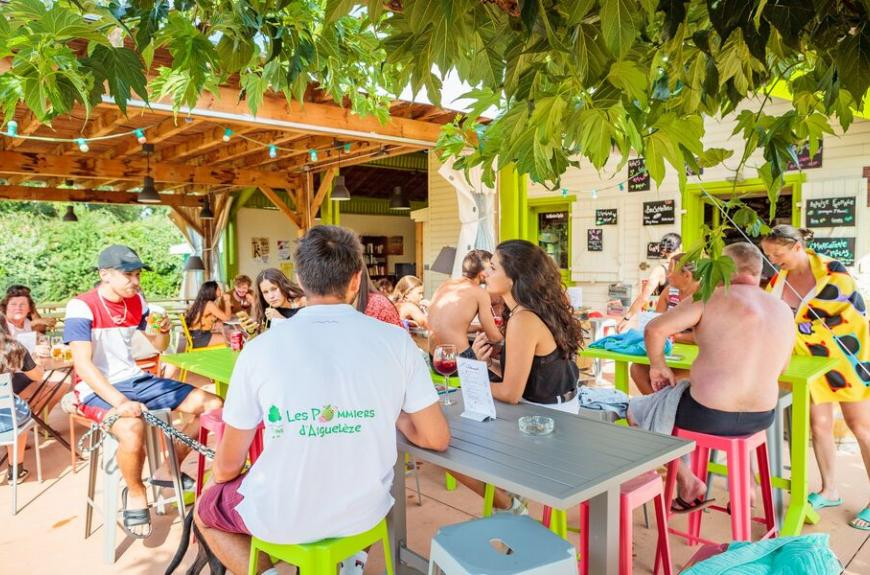 Camping Les Pommiers terrasse