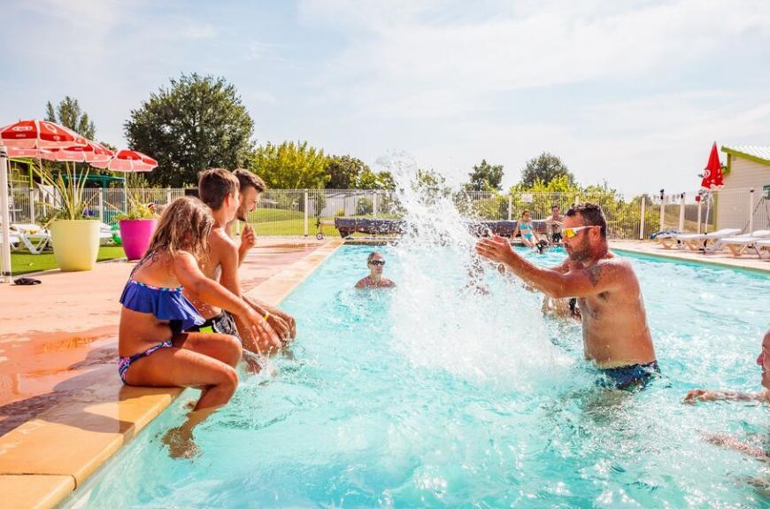 Camping Les Pommiers jeux piscine