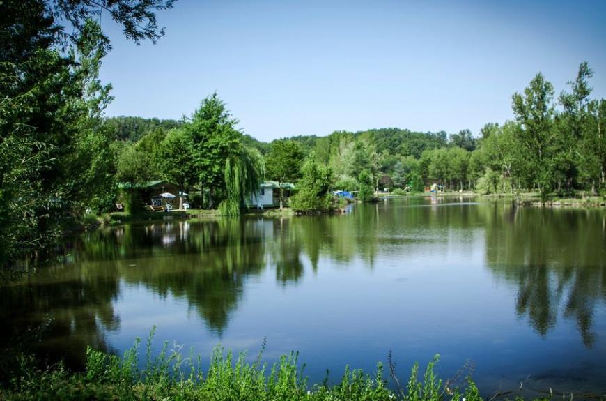 Camping Plan d'Eau St Charles bord de lac
