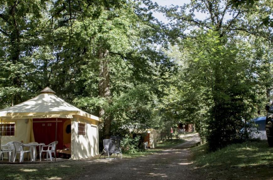 Camping Entre Deux Lacs bungalow toilé