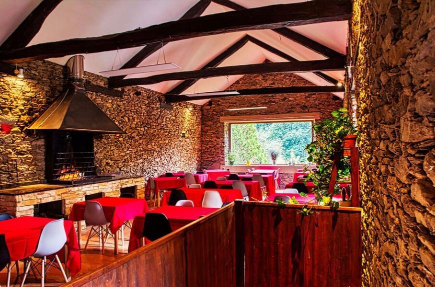 Camping La Bastide d'Albignac grande salle restaurant