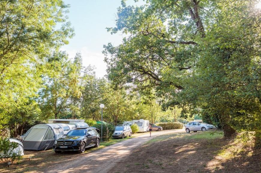 Camping Chêne Vert emplacements ombragés