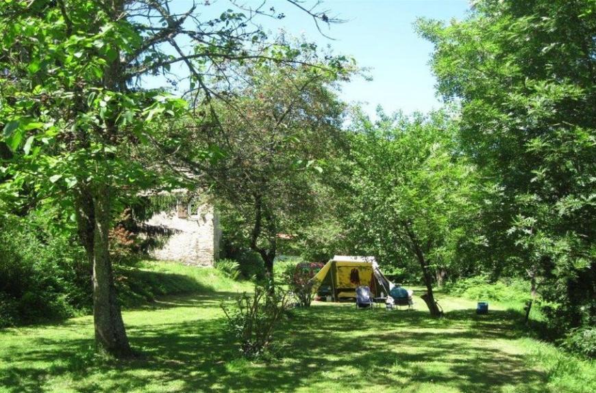 Camping Domaine Les Clots au milieu de la forêt