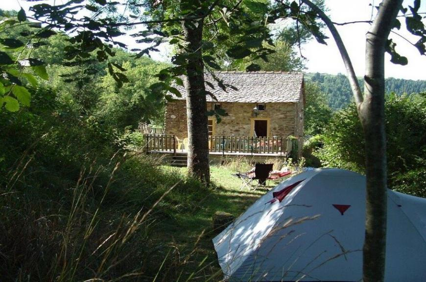 Camping Domaine Les Clots emplacement ombragé