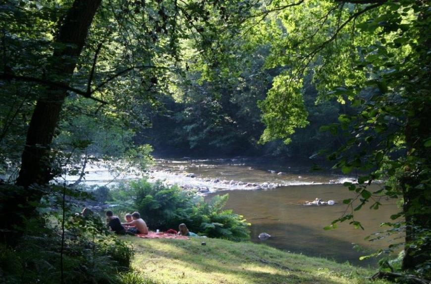 Camping Domaine Les Clots rivière