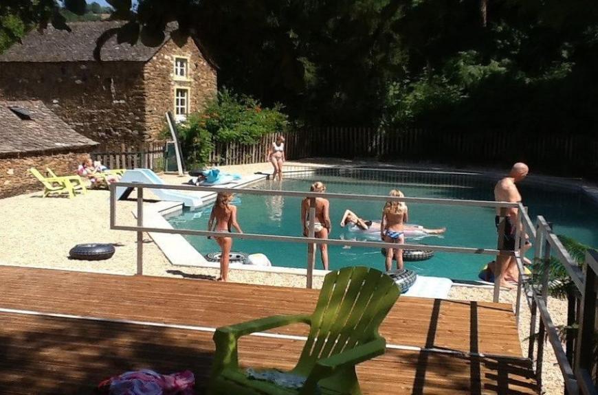 Camping Domaine Les Clots piscine et terrasse