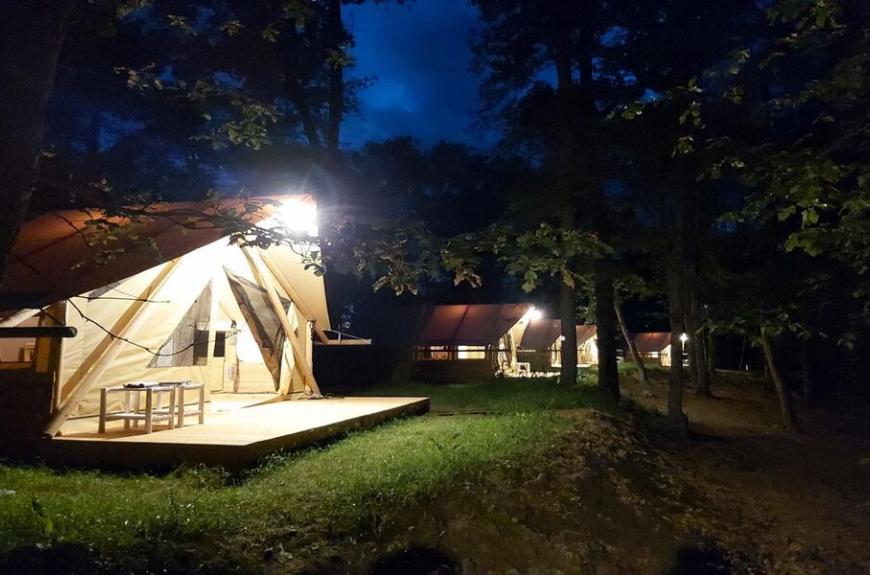 Domaine du Koukaño tente lodge toile et bois