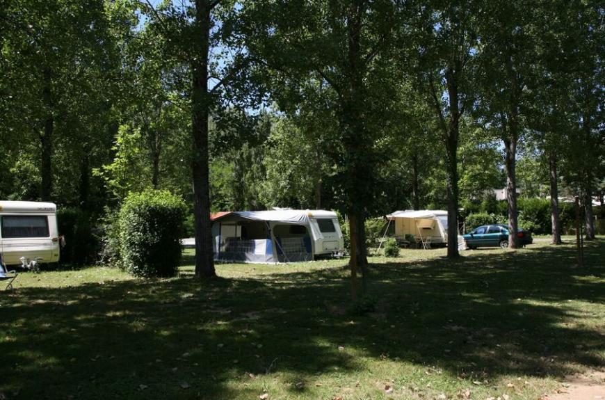 Camping Municipal la Bâtisse emplacements ombragés