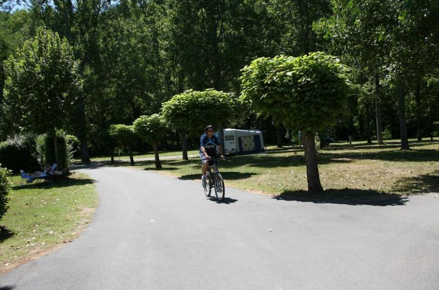 Camping Municipal la Bâtisse vélo