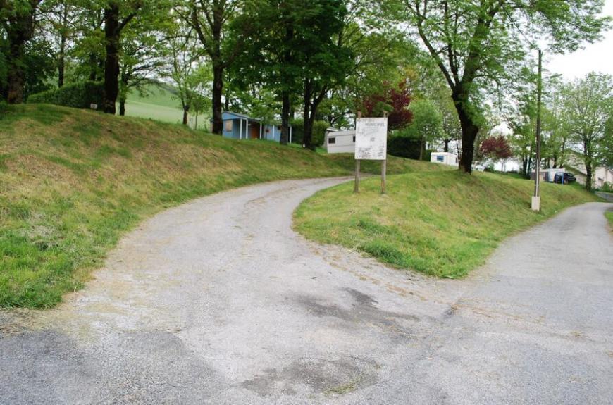 Camping Municipal Les Adrêts emplacements ombragés