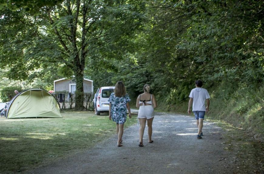 Camping Lestap allées ombragées