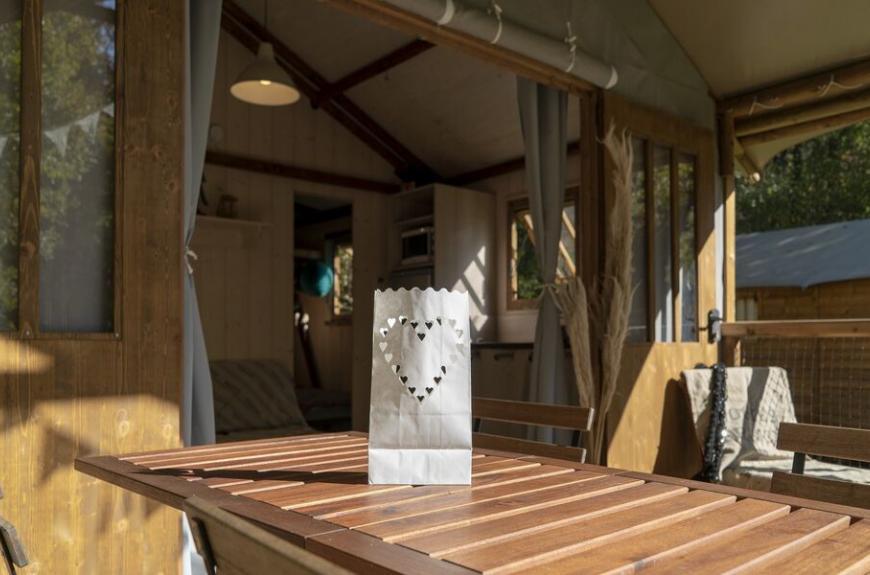 Camping les Tarrasses du Viaur terrasse du lodge