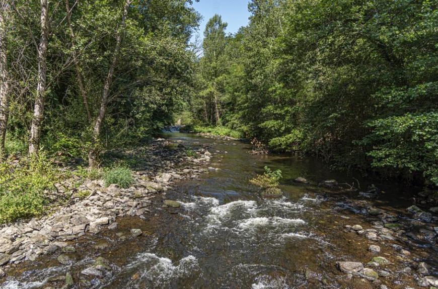 Camping les Tarrasses du Viaur petite rivière